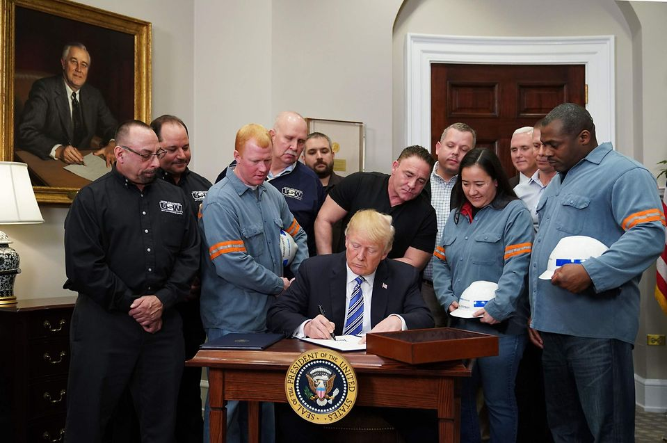 «Je tiens une promesse que j'ai faite en campagne», a lancé M. Trump, assurant que les Etats-Unis, avaient, pendant des décennies, été victimes de pratiques commerciales qu'il a assimilées à une «agression».
