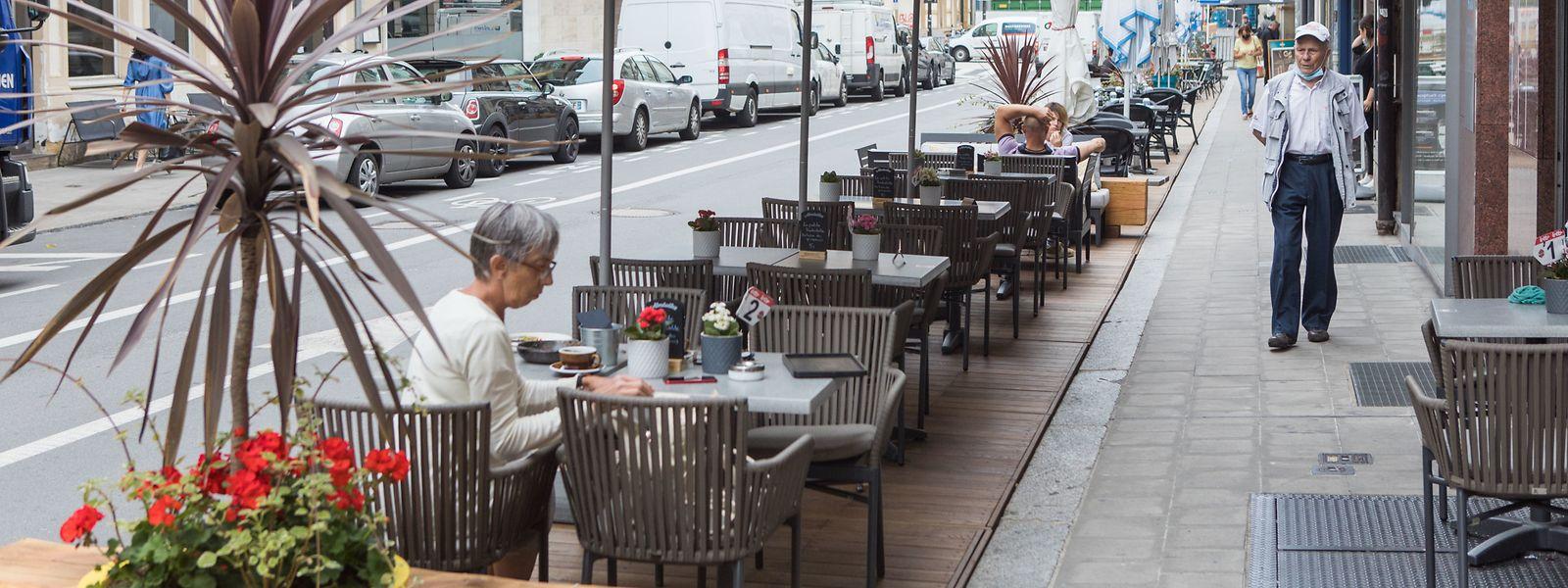Les terrasses provisoires installées à même la chaussée ne disparaîtront pas avec le coronavirus.