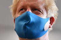 13.07.2020, Großbritannien, London: Boris Johnson, Premierminister von Großbritannien, trägt eine Stoff-Maske während eines Besuchs in der Zentrale des London Ambulance Service NHS Trust. Foto: Ben Stansall/PA Wire/dpa +++ dpa-Bildfunk +++