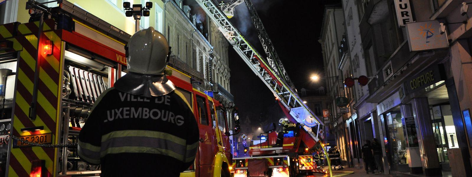 In der Nacht zum 28. Juli 2015 wurde in einem Gebäude in der hauptstädtischen Rue Jean Origer ein Feuer gelegt.