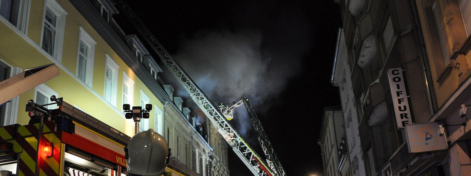 Ein kompletter Löschzug der Feuerwehr war im Einsatz.