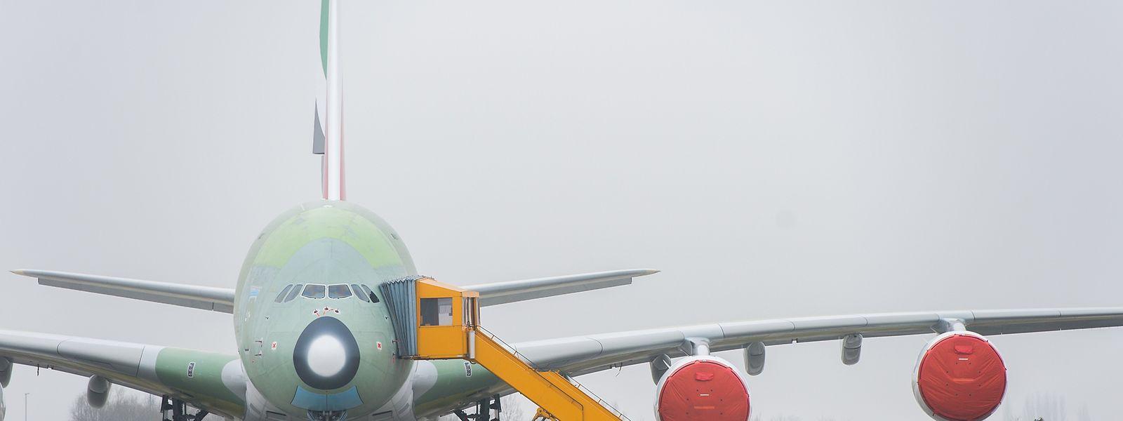 Airbus hatte bereits im Sommer 2016 bekanntgegeben, mangels ausreichender Bestellungen von 2018 an jährlich nur noch zwölf Maschinen des weltgrößtern Passagierjets A380 auszuliefern.