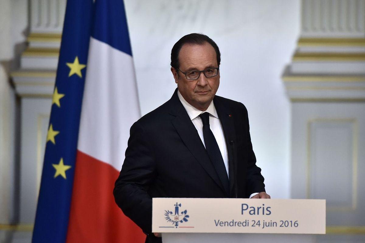 François Hollande a téléphoné au Premier ministre britannique, David Cameron, pour lui exprimer sa «déception» et sa «tristesse» après le Brexit, a-t-on indiqué vendredi à l'Élysée.