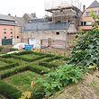 Eine Hälfte des Gartens ist den Bauarbeiten zum Opfer gefallen.