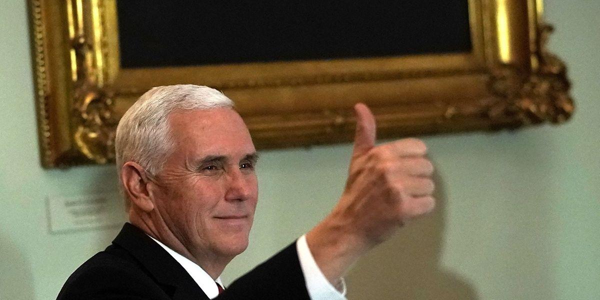 Vice-président du Sénat, Mike Pence savoure la victoire vers 1 heure du matin. Selon un sondage CNN, deux tiers jugent que la réforme fiscale profitera plus aux riches qu'à la classe moyenne.