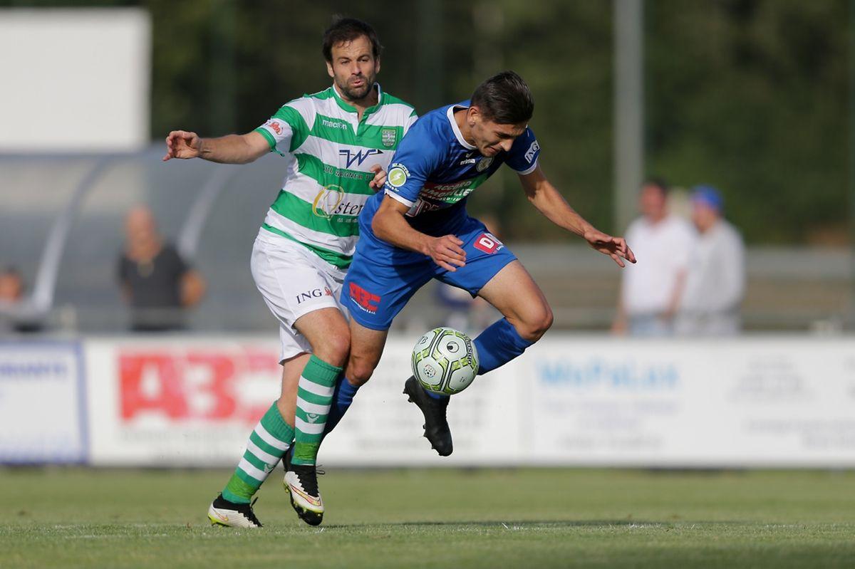 Eric Hoffmann tente de stopper Artur Abreu mais l'attaquant de l'UTP trouvera la faille par deux fois samedi.