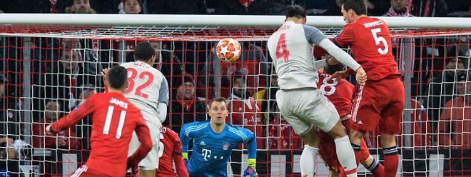 La reprise de Virgil van Dijk est imparable pour Manuel Neuer. Liverpool a éjecté le Bayern Munich de la C1 en s'imposant 3-1 en Bavière.