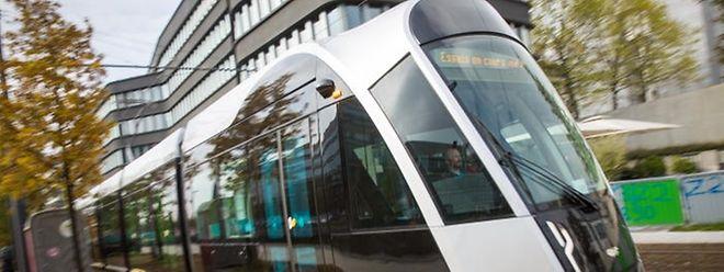Derzeit fährt die Tram nur testhalber über das Kirchberg-Plateau, am 10. Dezember nimmt sie ihren regulären Betrieb auf.