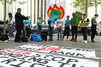 Lautstarker Protest vor dem European Convention Center in Kirchberg.