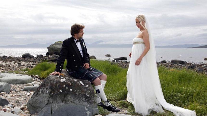Thorunn ließ sich in einem Brautkleid im Empire-Stil trauen...