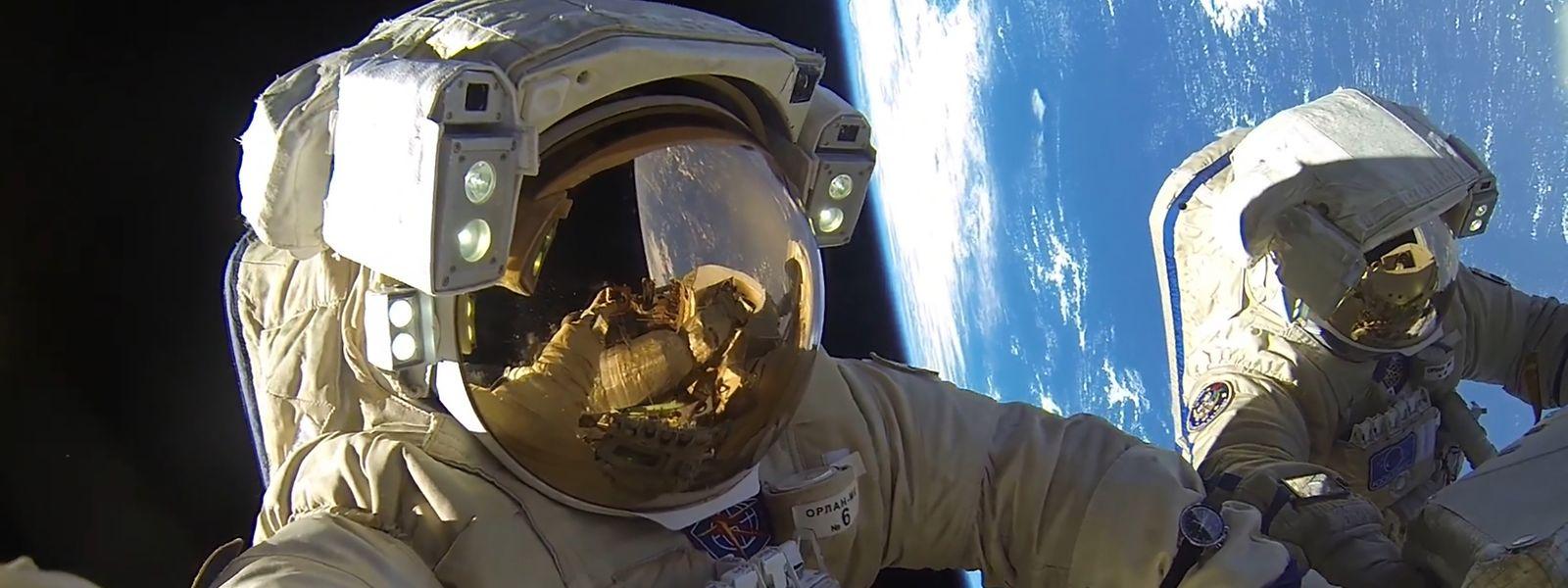 6. Februar 2018: Die Roscosmos-Kosmonauten Alexander Misurkin und Anton Shkaplerov arbeiten außerhalb der Internationalen Raumstation ISS, um eine Kommunikationsantenne zu installieren. Ihr Rekord brechender Weltraumspaziergang dauerte acht Stunden und zwölf Minuten und übertraf damit den Rekord von Dezember 2013.