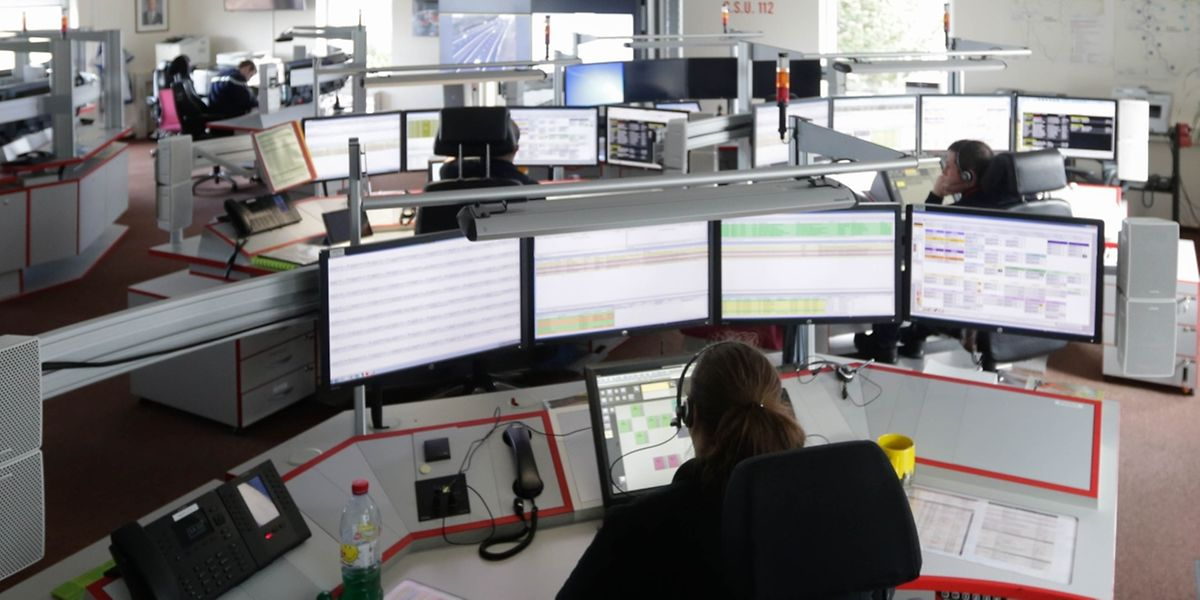 Mindestens sechs Mitarbeiter der Notrufzentrale 112 sind rund um die Uhr im Einsatz.