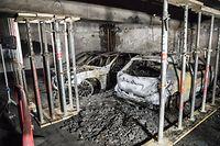 Lokales.Autos werden aus dem Parking Rousegärtchen geborgen.Brand,Feuer Parking. Foto: Gerry Huberty/Luxemburger Wort