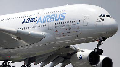 Bei Airbus kommt es zu Umstrukturierungen - und auch ein Stellenabbau wurde vom Konzernchef angekündigt.