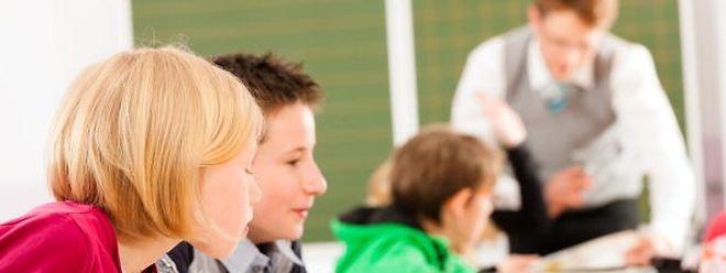 In den Klassenzimmern der Grundschulen gehören der Religions- und Moralunterricht bald der Vergangenheit an.