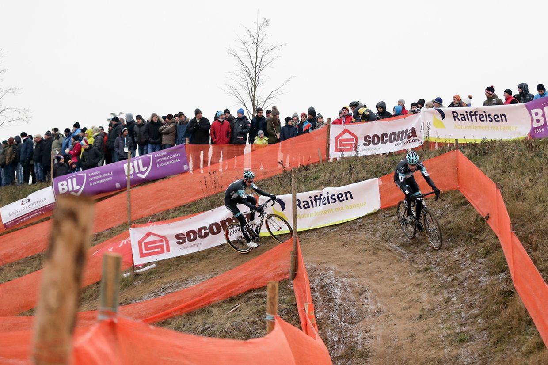 Pit Schlechter führt vor seinem Teamkollegen Massimo Morabito von Leopard Pro Cycling.