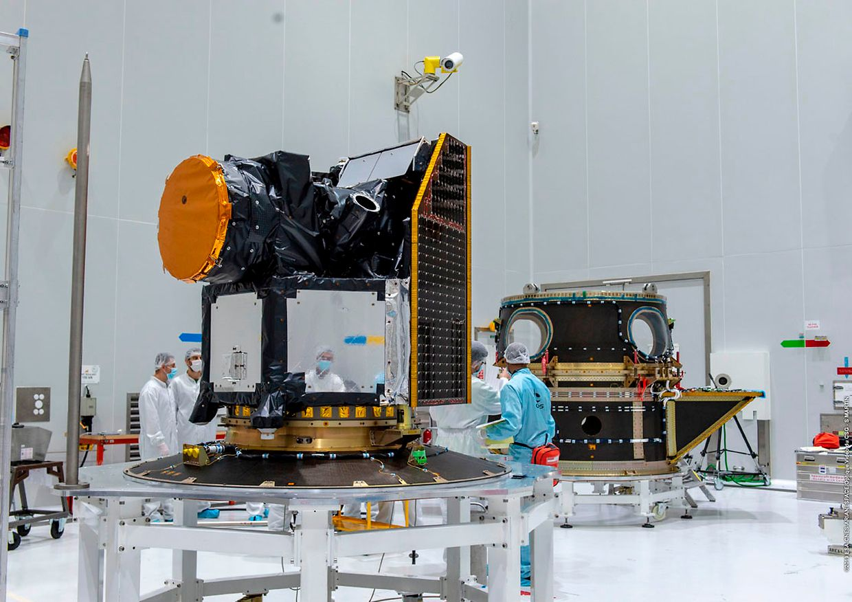 Der Satellit Cheops wird im europäischen Weltraumbahnhof Kourou für den Start vorbereitet.