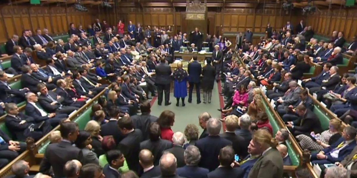 Zwei Tage lang hatten die Parlamentarier in Marathon-Sitzungen über den Entwurf diskutiert, um letzten Endes mehrheitlich dafür zu stimmen.