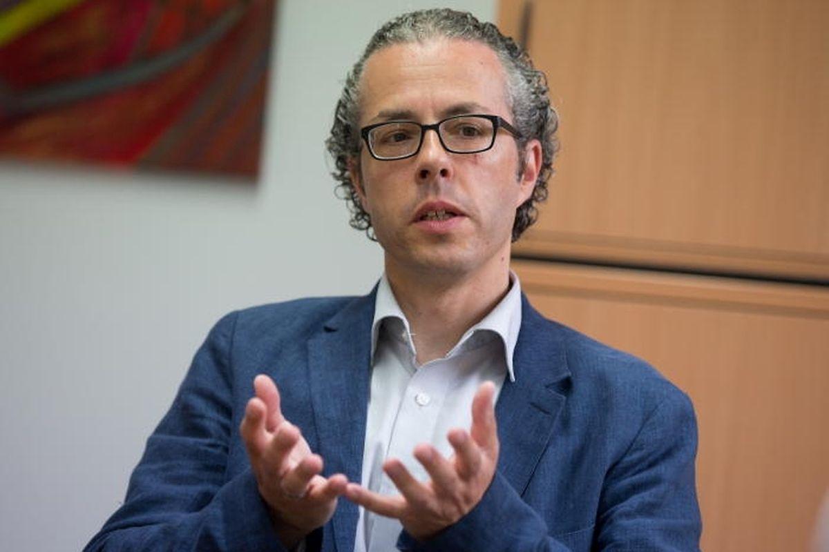 Prof. Dr. Rejko Krüger: «Si on veut vraiment intervenir, on doit le faire plus tôt. Et trouver avant les signes indicateurs pour la maladie de Parkinson»,