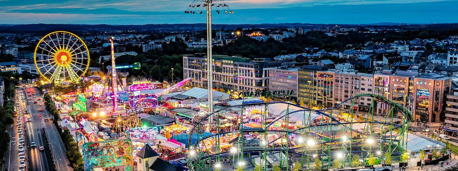 Cerca de dois milhões de pessoas visitam anualmente a Schueberfouer.
