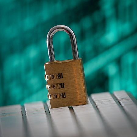 Ein gutes Passwort sollte mindestens zwölf Zeichen lang sein und Buchstaben, Zahlen und Sonderzeichen enthalten.