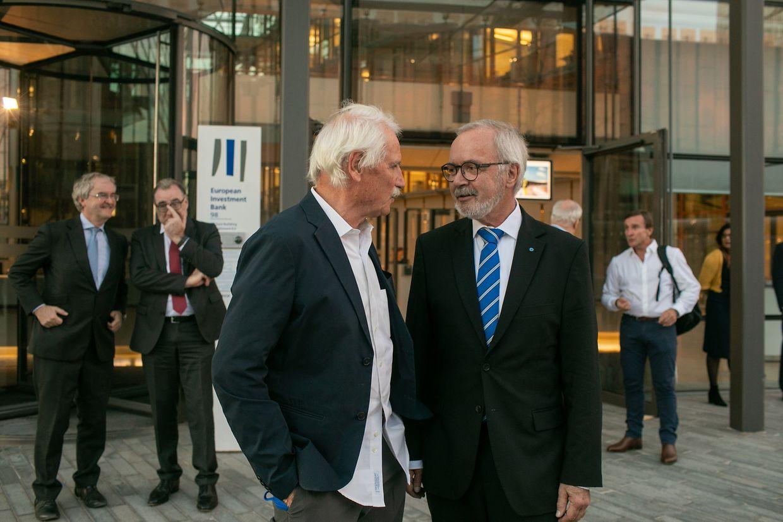 Fotograf Yann Arthus-Betrand (l.) und Werner Hoyer (r.), Präsident der Europäischen Investitionsbank.