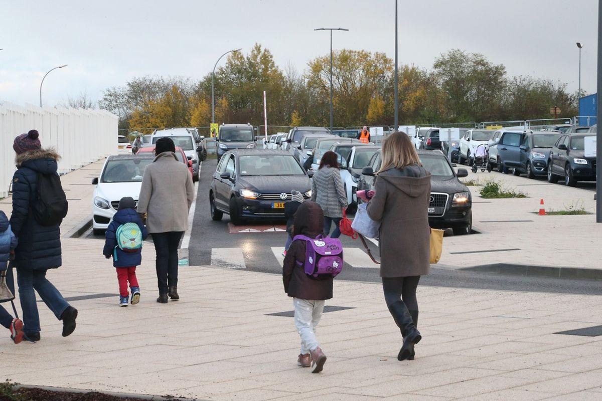 D'après l'Association des Parents d'Elèves (APE), les abords de l'école ne sont pas suffisamment protégés contre d'éventuels accidents.