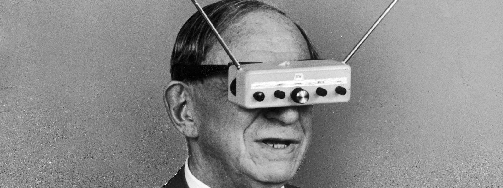 """Als er am 19. August 1967 starb, hatte Hugo Gernsback als Erfinder über 80 Patente angemeldet, u.a. diese """"Teleyeglasses"""" deren Bild im Juli 1963 im """"Life""""-Magazin veröffentlicht wurde – die Idee dazu geht auf 1936 zurück, doch wie bei vielen seiner Ideen haperte es bei der Umsetzung."""