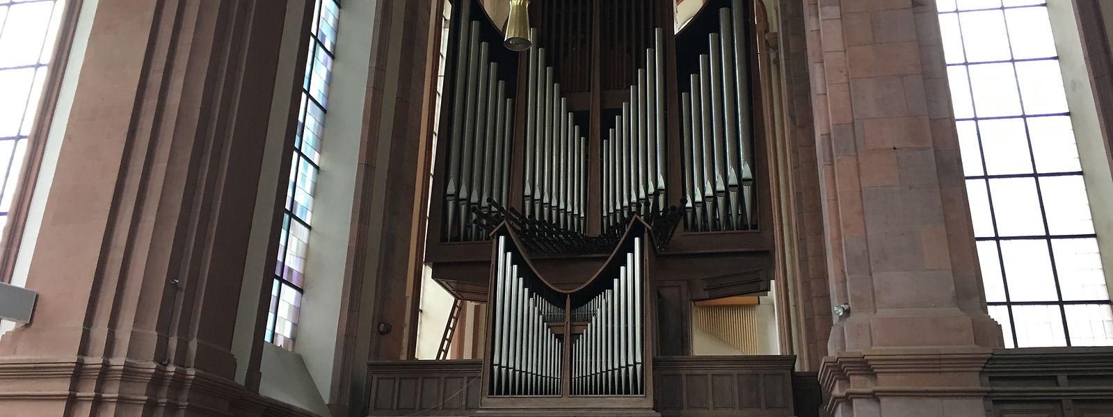 Die Klais-Orgel von 1962 ist nicht beschädigt - aber durch die Rauchentwicklung verrußt.