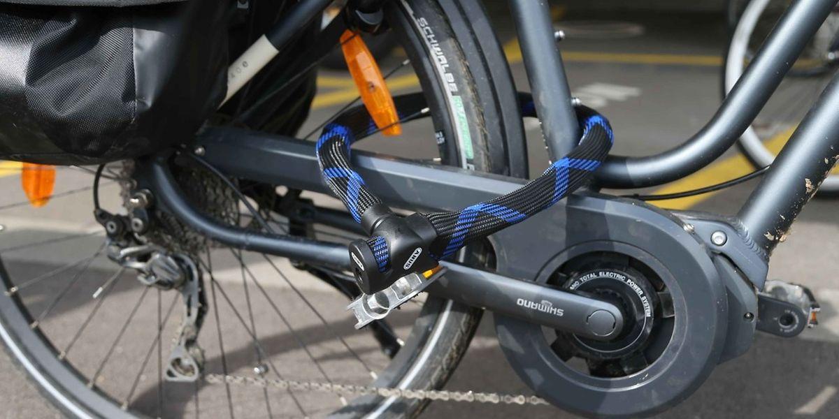 Räder, die nicht an Gegenständen, die fest im Boden verankert sind, angebunden sind, sind für Diebe leichte Beute.