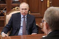23.03.2021, Russland, Moskau: Wladimir Putin (l), Präsident von Russland, hört Rechnungshofchef Alexej Kudrin während ihres Treffens im Kreml zu. Foto: Alexei Druzhinin/TASS/dpa +++ dpa-Bildfunk +++
