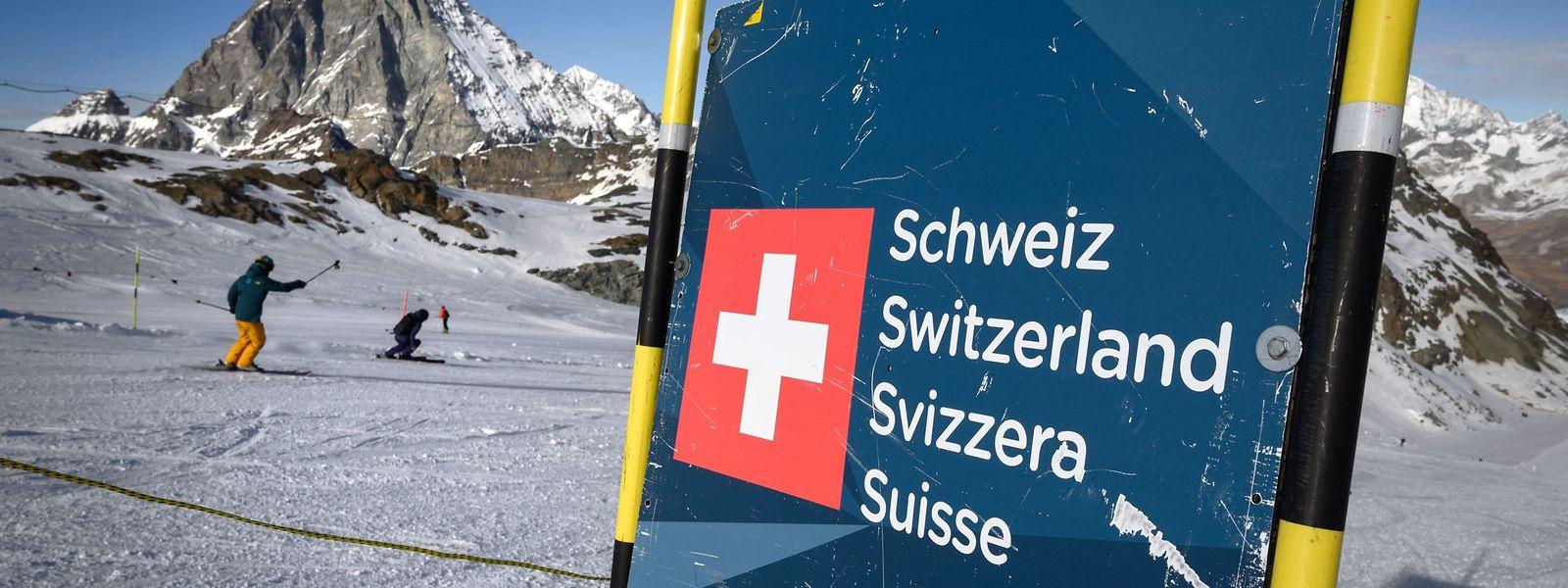 Dass die Schweiz ihre Skigebiete im Corona-Winter 2020/21 öffnen will, sorgt mancherorts für Unverständnis.