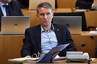 05.03.2020, Thüringen, Erfurt: Björn Höcke, AfD-Fraktionschef von Thüringen, sitzt im Plenarsaal des Thüringer Landtages. Einen Tag nach der Wahl des Thüringer Ministerpräsidenten beginnt für die rot-rot-grüne Minderheitsregierung die Arbeit. Das Parlament, das bis Freitag tagt, hat ein umfangreiches Programm mit etwa 30 Tagesordnungspunkten. Rot-Rot-Grün verfügt im Landtag nur über 42 der 90 Sitze und braucht bei Entscheidungen vier Stimmen von der CDU- oder der FDP-Fraktion. Foto: Martin Schutt/dpa-Zentralbild/dpa +++ dpa-Bildfunk +++