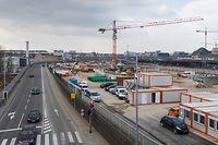 """Vor rund zwei Jahren wurde das alte CFL-Atelier abgerissen. Auf der frei gewordenen Fläche werden zurzeit die zwei zusätzlichen Quais 5 und 6 errichtet, die den Hauptbahnhof deutlich entlasten sollen. Es bleibt aber auch noch Platz für ein """"Bâtiment voyageur"""" der CFL. Auf beiden Seiten der Verkehrsachse Rocade de Bonnevoie werden indes Einbuchtungen für die Bussteige, an denen ab Ende dieses Jahres die RGTR-Linien anhalten, angelegt."""