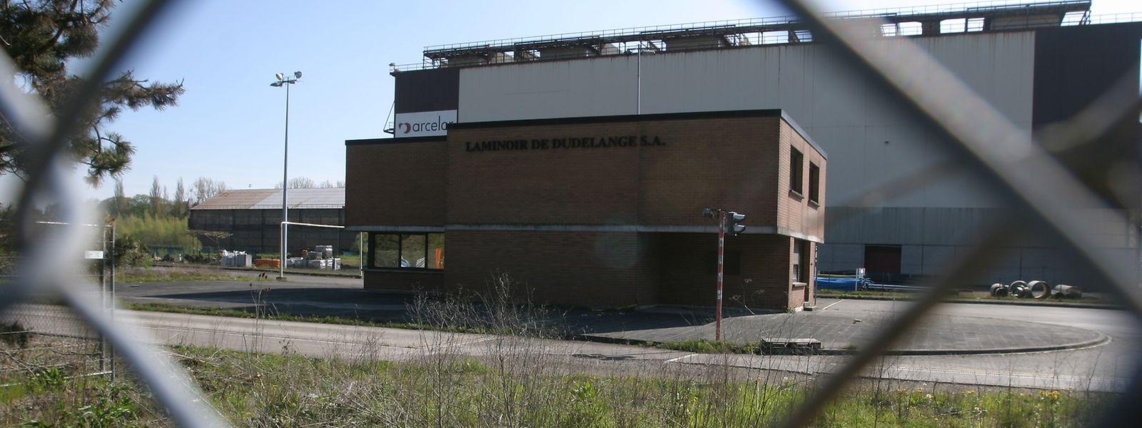Fermé depuis 2005, le site de l'ancien laminoir à froid d'ArcelorMittal, à l'entrée de Dudelange, doit d'abord être dépollué pour 27,3 millions d'euros.
