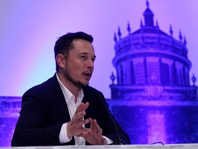SpaceX CEO Elon Musk attends a news conference after unveiling his plans to colonize Mars at the International Astronautical Congress in Guadalajara, Mexico, September 27, 2016. REUTERS/Stringer FOR EDITORIAL USE ONLY. NO RESALES. NO ARCHIVES.