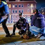 Quarta noite de distúrbios. Polícia holandesa deteve 131 pessoas em protestos