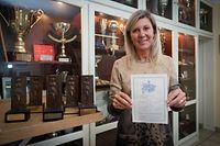 Nancy Kemp-Arendt,Artikel 20 Jahre nach dem Europa-Cup-Sieg,hier mit ihrer allerersten Siegerurkunde im Alter von5 Jahren.Foto:Gerry Huberty