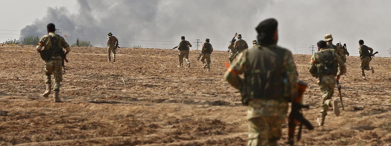 Pro-türkische syrische Streitkräfte unterstützen die türkische Armee.