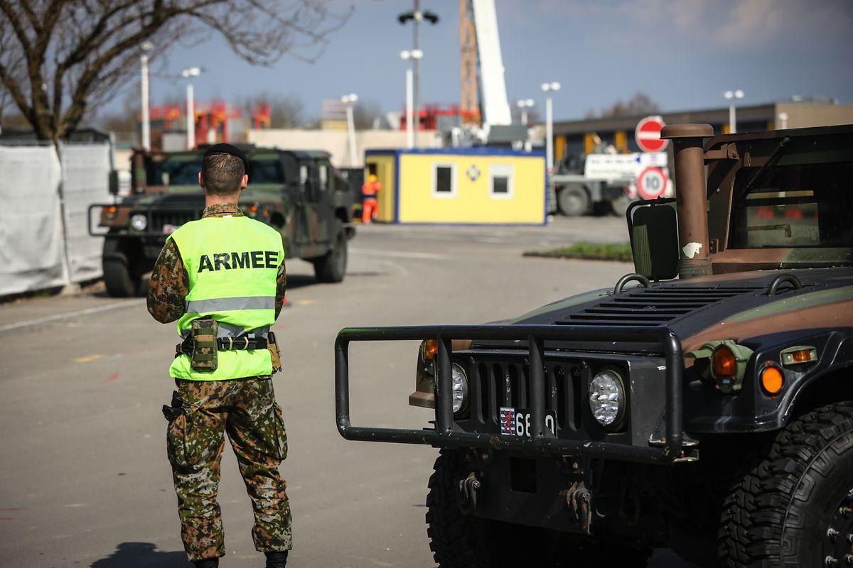 Helfer in der Not: Die Armee leistet bei der Errichtung von medizinischen Versorgungszentren wichtige Unterstützungsarbeit.