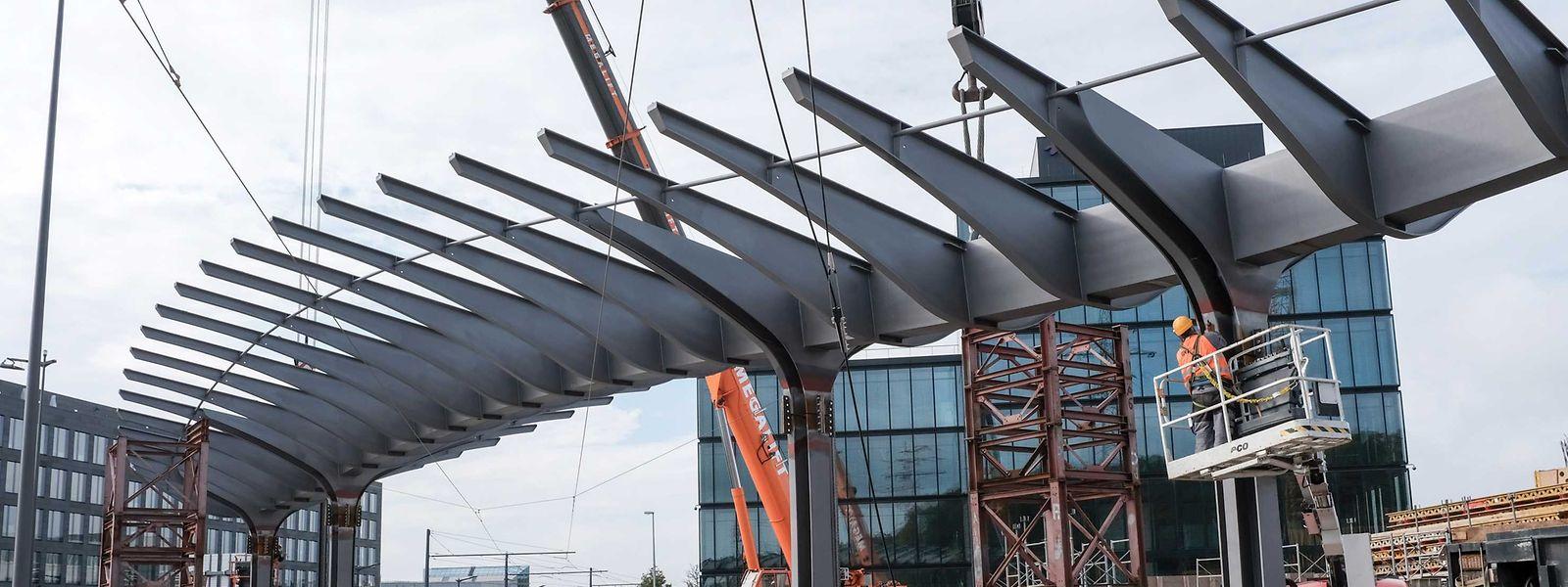 La structure métallique mesure 60 mètres de long et 15 mètres de large.