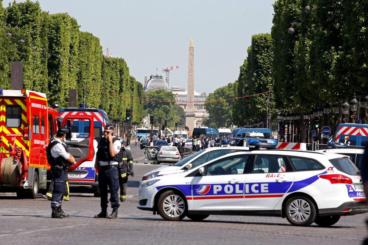 Le conducteur du véhicule qui a tenté de commettre un attentat est mort.