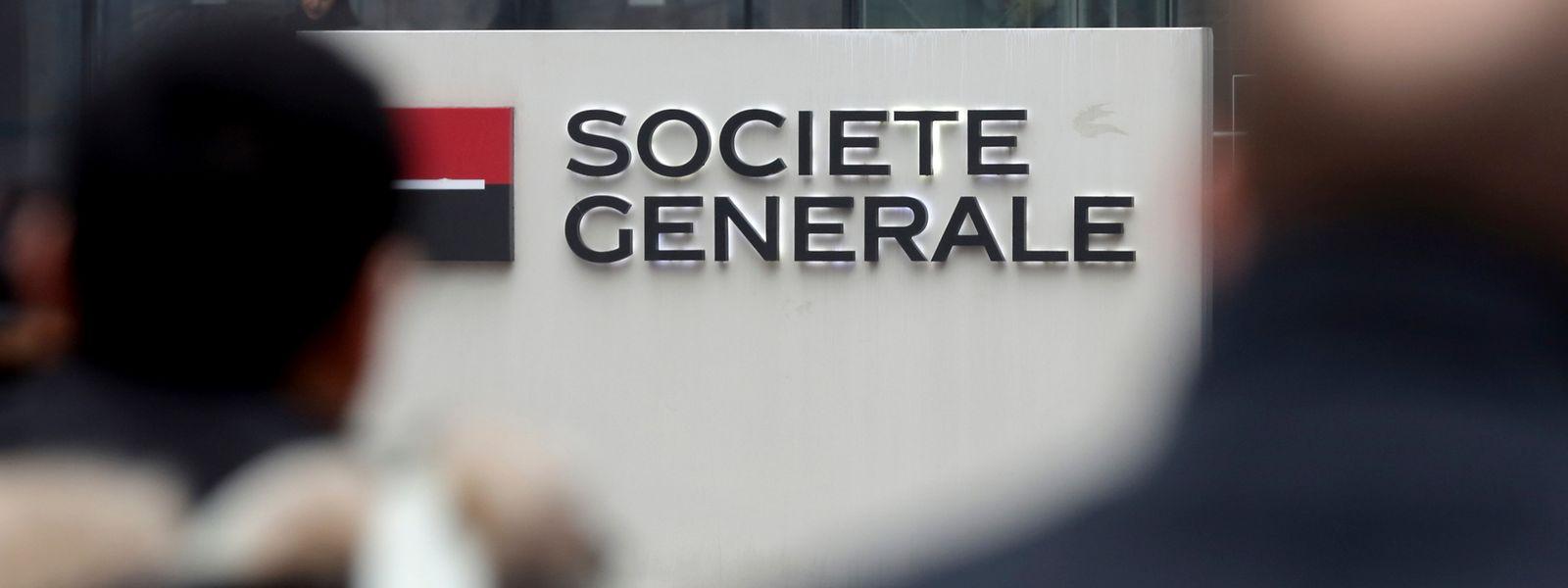 En France, la Société Générale a prévu de supprimer plus de 3.400 postes sur une durée de quatre ans.