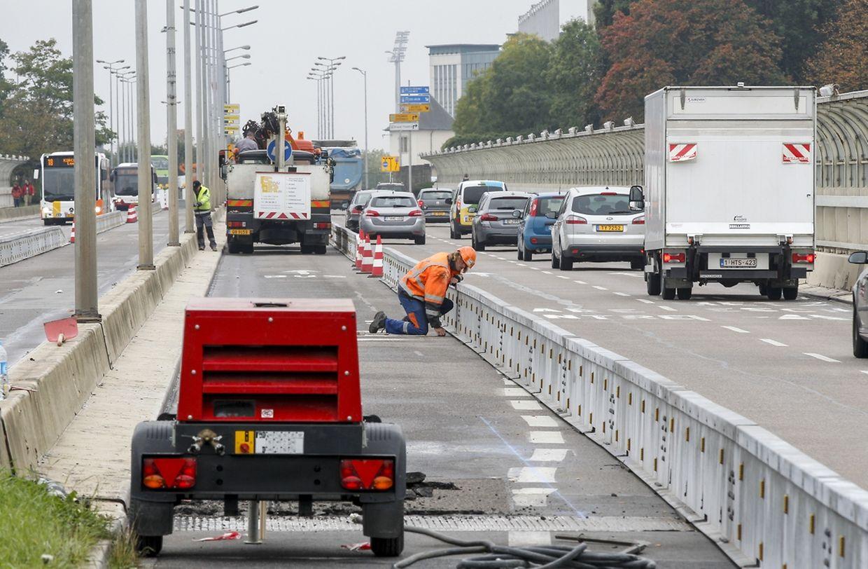 Am Montag haben die Bauarbeiten an der Brücke begonnen.