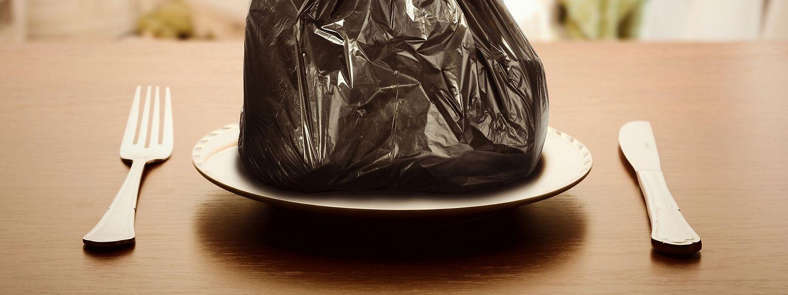 Tag für Tag werden in Europa Lebensmittel verschwendet, die eigentlich verzehrt werden könnten. Frankreich setzte kürzlich ein Zeichen und verbietet dem Handel per Gesetz, Esswaren wegzuwerfen.