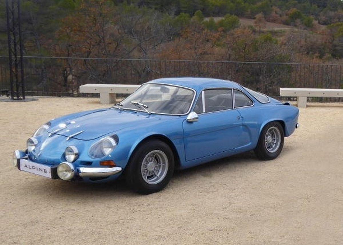 Die originale Alpine A110, die 1962 zum ersten Mal auf den Automarkt kam.