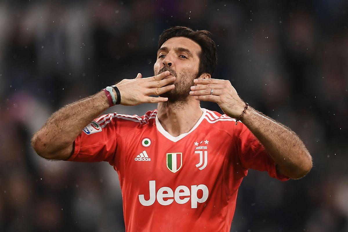 """Gigi sagt """"Ciao""""."""