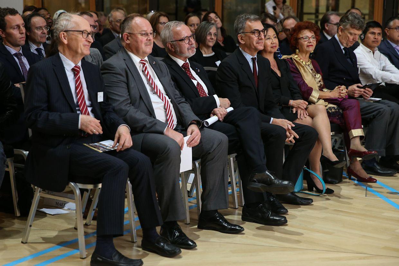 Romain Schneider, Minister für Entwicklungszusammenarbeit, und Werner Hoyer, Präsident der Europäischen Investitionsbank.