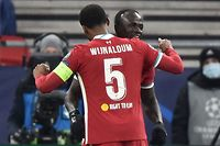 Liverpool's Senegalese striker Sadio Mane (R) celebrates with teammates after scoring his team's second goal during the UEFA Champions league Last 16 2nd Leg football match between Liverpool and RB Leipzig at Puskas Arena in Budapest, Hungary, on March 10, 2021. (Photo by Attila KISBENEDEK / AFP)