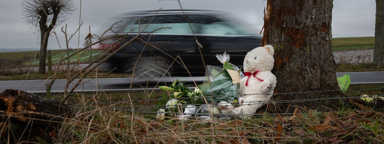 Zwischen Ulflingen und Drinklingen ereignete sich am 27. Dezember der letzte tödliche Verkehrsunfall des Jahres 2018. An der Unfallstelle wird der verstorbenen 20-jährigen Fahrerin gedacht.
